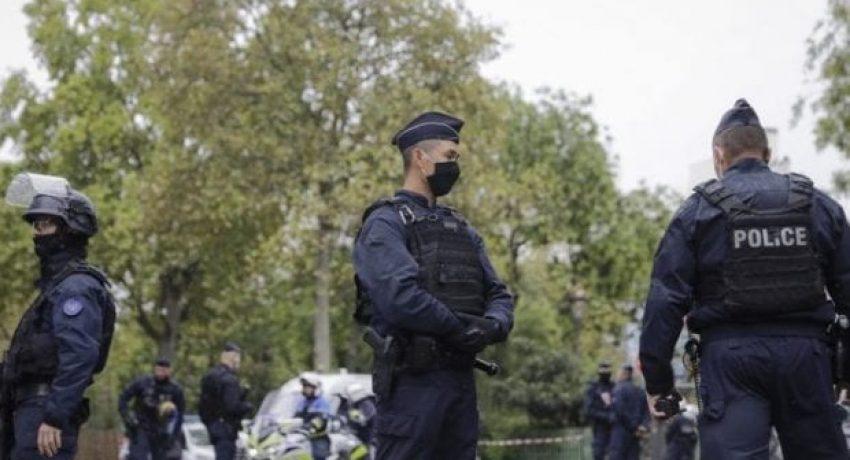 Paris_policemen-681x454-1-620x420