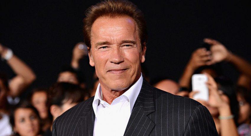 HOLLYWOOD, CA - AUGUST 15:  Actor Arnold Schwarzenegger arrives at Lionsgate Films'