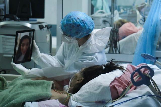 Medical staff work in the intensive care ward for COVID-19 patients in hospital in Athens, Greece on September 5, 2020 .  / Το ιατρικό προσωπικό εργάζεται στο θάλαμο εντατικής θεραπείας για ασθενείς με COVID-19 σε νοσομείο της Αθήνας  στις 5 Σεπτεμβρίου, 2020.