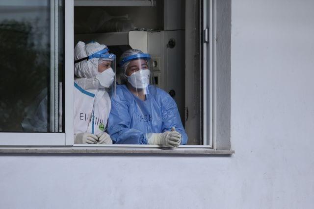 First day of the vaccination campaign against the coronavirus disease (COVID-19) with the Pfizer-BioNTech COVID-19 vaccine, at Evangelismos Hospital in Athens, Greece on December 27, 2020. / Πρώτη ημέρα εμβολιασμών για την ασθένεια του νέου κορωνοϊού (COVID-19) με το εμβόλιο των εταιριών Pfizer-BioNTech, στο νοσοκομείο «Ευαγγελισμός», Αθήνα, 27 Δεκεμβρίου 2020.