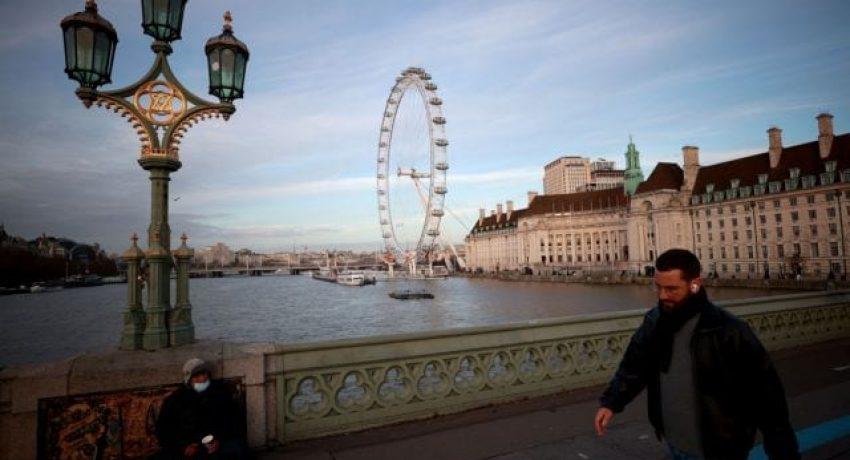 The London Eye wheel is seen at sunset in London, Britain, December 17, 2020. REUTERS/Hannah McKay