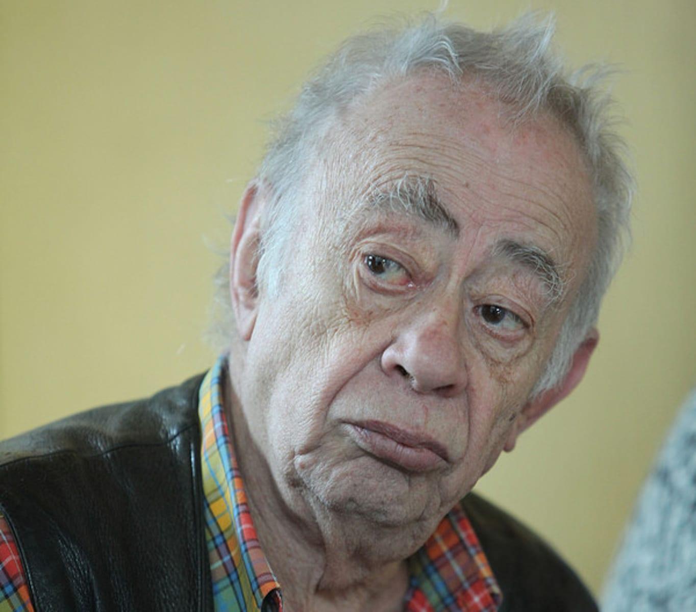 Ο συγγραφέας Βασίλης Αλεξάκης, Δευτέρα 27 Ιανουαρίου 2014, Συνέντευξη Τύπου στην Αίθουσα Νερού του Δήμου Θεσσαλονίκης απο την ανεξάρτητη, δυναμική, παρεμβατική, αισιόδοξη, με χιούμορ και πείσμα, «ΣΧΕΔΙΑ», που είναι η δημοσιογραφία της αλληλεγγύης στην πράξη ΑΠΕ-ΜΠΕ/ΑΠΕ-ΜΠΕ/ΝΙΚΟΣ ΑΡΒΑΝΙΤΙΔΗΣ