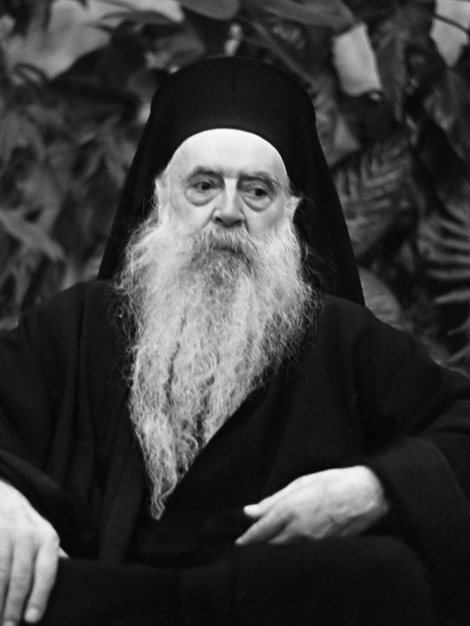Aankomst Patriarch Athenagoras op Schiphol samen met Griekse reder Onassis  *25 oktober 1967