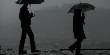 Rain, dust and humidity cover the atmosphere of Athens  on Feb 6, 2019 / Σκόνη, βροχή και υγρασία καλύπτουν την ατμόσφαιρα της Αττικής, στην Αθήνα, στις 6 Φεβρουαρίου, 2019