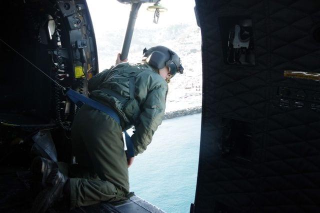 (Ξένη Δημοσίευση) Ελικόπτερο Super Puma της Πολεμικής Αεροπορίας (ΠΑ), απογειώθηκε από την 130 Σμηναρχία Μάχης, με προορισμό την περιοχή Καλόγηρος της νήσου Σκοπέλου, για τον εντοπισμό και τη διάσωση πολιτών που αποκλείστηκαν λόγω καιρικών συνθηκών., Πέμπτη 12 Ιανουαρίου 2017. ΑΠΕ-ΜΠΕ/ΓΡΑΦΕΙΟ ΤΥΠΟΥ ΓΕΑ/STR