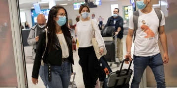 Passengers of a flight from Paris wearing protective face masks arrive at the Eleftherios Venizelos International Airport, following the easing of measures against the spread of coronavirus disease (COVID-19), in Athens, Greece, June 15, 2020. REUTERS/Alkis Konstantinidis