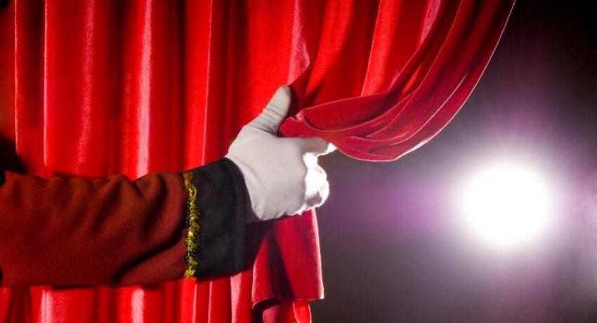 curtain-hand-2fscg6k
