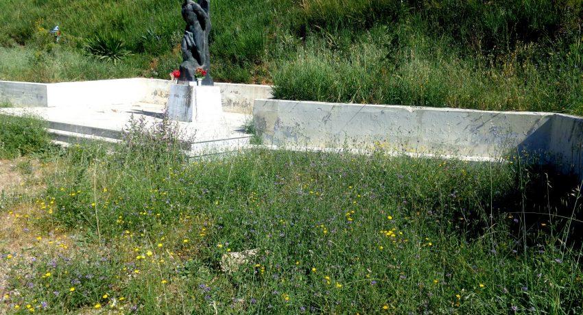 Μνημείο Εκτελεσμένων 10-5-2021 ρύπανση DSC02447