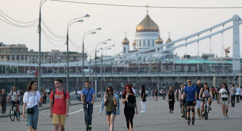 People walk at the Gorky Central Park of Culture and Leisure after local authorities partially lifted quarantine restrictions imposed to prevent the spread of the coronavirus disease (COVID-19), in Moscow, Russia June 8, 2020. REUTERS/Evgenia Novozhenina