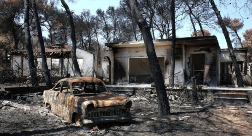 Καμένα σπίτια και αυτοκίνητα στο Μάτι Αττικής, Κυριακή 19 Αυγούστου 2018, μετά την πυρκαγιά που ξέσπασε στην περιοχή στις 23 Ιουλίου αφήνοντας πίσω της 94 νεκρούς και τεράστιες καταστροφές σε οικείες και περιουσίες. ΑΠΕ-ΜΠΕ/ΑΠΕ-ΜΠΕ/ΣΥΜΕΛΑ ΠΑΝΤΖΑΡΤΖΗ