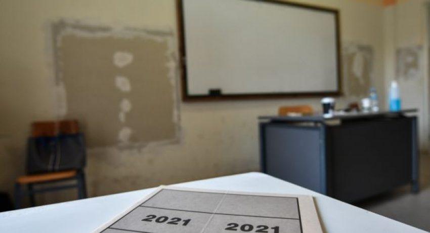 Στιγμιότυπο από ΕΠΑΛ στον Πύργο Ηλείας την Τρίτη 15 Ιουνίου 2021. Έναρξη των Πανελλαδικών Εξετάσεων με τους υποψηφίους των επαγγελματικών λυκείων (ΕΠΑΛ), οι οποίοι διαγωνίστηκαν στο μάθημα της Νεοελληνικής Γλώσσας και Λογοτεχνίας. (EUROKINISSI/ILIALIVE.GR/ΓΙΑΝΝΗΣ ΣΠΥΡΟΥΝΗΣ)