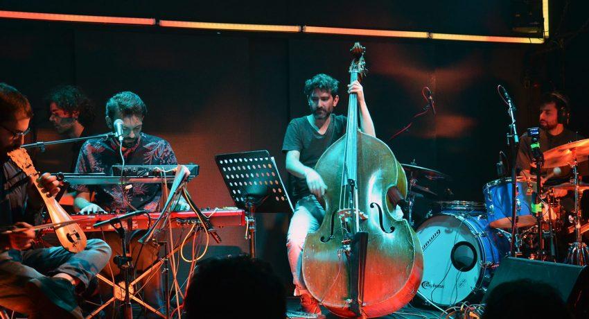 Mihalis Kalkanis live at Six Dogs