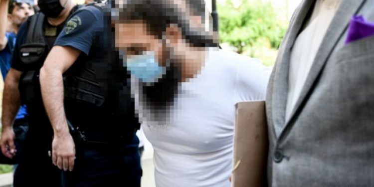Στον εισαγγελέα ο 37χρονος ιερέας για την επίθεση με βιτριόλι εναντίον μητροπολιτών του συνοδικού δικαστηρίου στην Μονή Πετράκη, Πέμπτη 24 Ιουνίου 2021. Στο στιγμιότυπο ο δικηγόρος του ιερέα Ανδρέας Θεοδωρόπουλος κάνει δηλώσεις στα ΜΜΕ. (EUROKINISSI/ΤΑΤΙΑΝΑ ΜΠΟΛΑΡΗ)