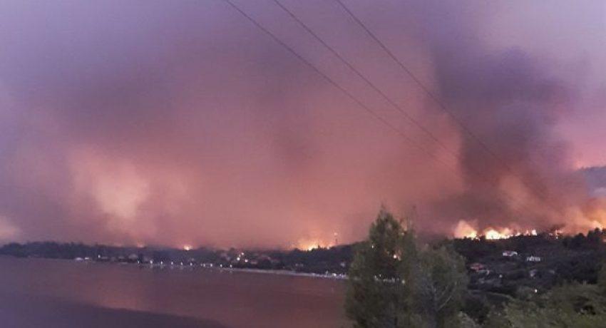 Πυρκαγιά στην Λίμνη Ευβοίας, Τρίτη 3 Αυγούστου 2021. (Φωτογραφία από κινητό τηλέφωνο) (EUROKINISSI)