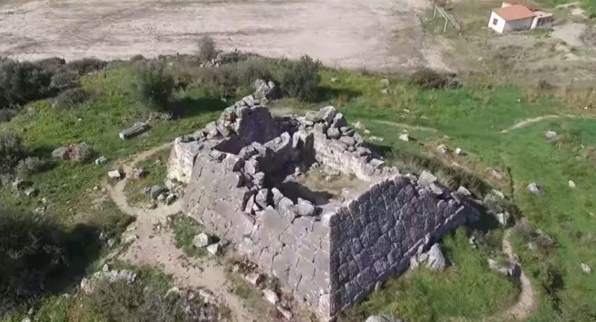 i-agnosti-pyramida-tis-elladas-2-ores-makria-apo-tin-athina-1140x570