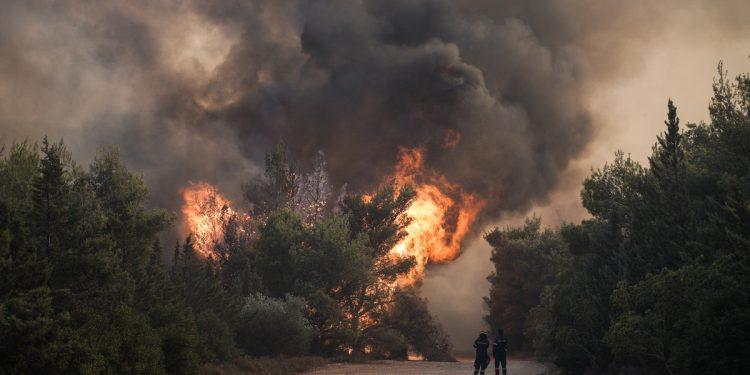 Wildfire in Ano Varibobi, Attica on August 3, 2021. / Πυρκαγιά στην Άνω Βαρυμπόμπη Αττικής, 3 Αυγούστου 2021.