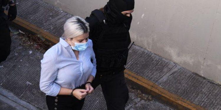 Arrival of the defendant for the acid attack attends the court, in Athens, Greece on Sep. 30, 2021. / Άφιξη στο Δικαστήριο της κατηγορούμενης για την επίθεση με βιτριόλι. Αθήνα, 30 Σεπτεμβρίου, 2021.