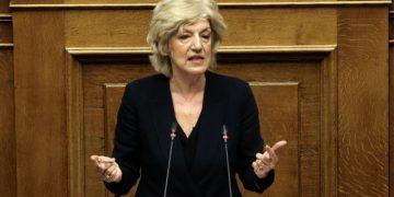 Η εισηγήτρια του ΣΥΡΙΖΑ Σία Αναγνωστοπούλου μιλάει στη συζήτηση στην Ολομέλεια της Βουλής με θέμα: Κύρωση της Τελικής Συμφωνίας για την Επίλυση των Διαφορών οι οποίες περιγράφονται στις Αποφάσεις του Συμβουλίου Ασφαλείας των Ηνωμένων Εθνών 817 (1993) και 845 (1993), τη Λήξη της Ενδιάμεσης Συμφωνίας του 1995 και την Εδραίωση Στρατηγικής Εταιρικής Σχέσης μεταξύ των Μερώv, Τετάρτη 23 Ιανουαρίου 2019.   ΑΠΕ-ΜΠΕ/ΑΠΕ-ΜΠΕ/ΣΥΜΕΛΑ ΠΑΝΤΖΑΡΤΖΗ