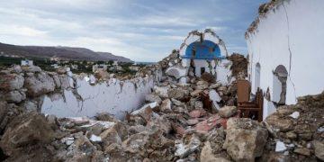 Καταστροφές από τον σεισμό 6,3 Ρίχτερ στην Κρήτη, Τρίτη 12 Οκτωβρίου 2021. Ο σεισμός είχε επίκεντρο το θαλάσσιο χώρο, 23 χιλιόμετρα ανατολικά της Ζάκρου και εστιακό βάθος 8,2 χιλιόμετρα. Ακολούθησαν δυο μετασεισμοί, κοντά στα 4 Ρίχτερ, ενώ έγινε και σεισμός 4,6 Ρίχτερ στην Κάρπαθο. Η φωτογραφία από τον Ξερόκαμπο Σητείας, όπου κατέρρευσε το εκκλησάκι του Αγίου Νικολάου.  (EUROKINISSI)